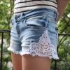 Модные джинсовые шорты с кружевом своими руками