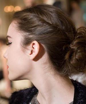 Прически на волосы с челкой на каждый день своими руками